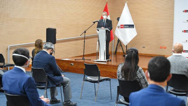 """Min. Francke: """"el reto es dar empleo a la mayor cantidad de peruanos dentro de un marco de responsabilidad fiscal y estabilidad monetaria"""""""