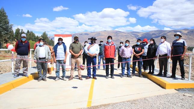 Alcalde provincial entrega pontón a Barrio Progreso de Huancán