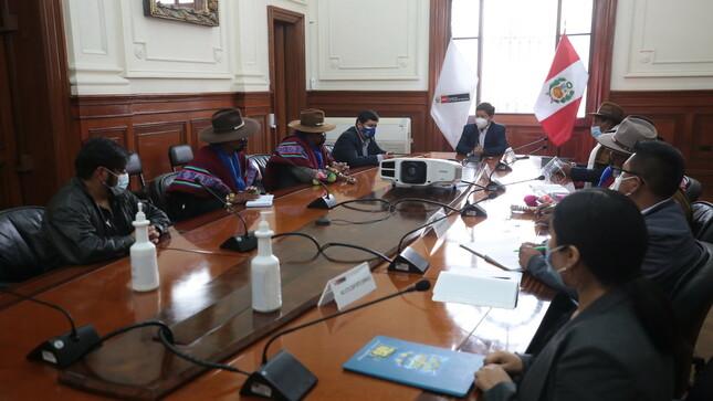 Ejecutivo escuchó demandas de delegación de Huancané sobre servicio de agua potable en la provincia