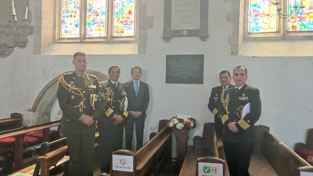 Embajada del Perú organiza ceremonia de colocación de ofrenda floral en reconocimiento a General Miller