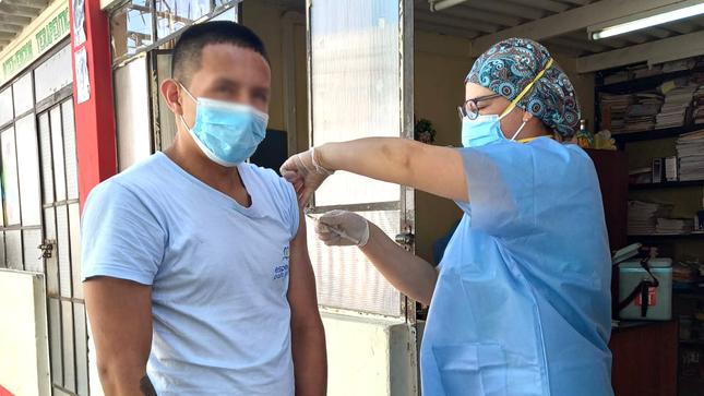 Adolescentes del Centro Juvenil de Diagnóstico y Rehabilitación se vacunan contra el sarampión