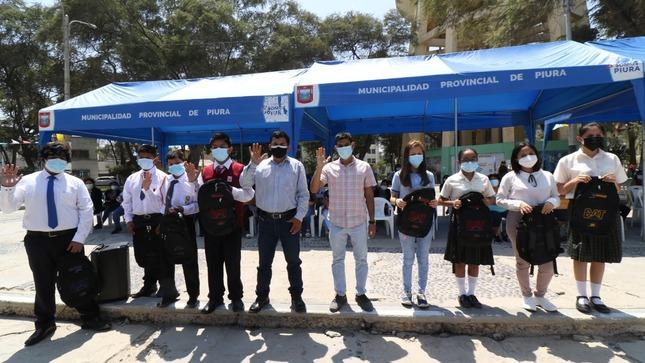 Municipalidad de Piura premia a estudiantes ganadores de concurso de dibujo, pintura y danzas