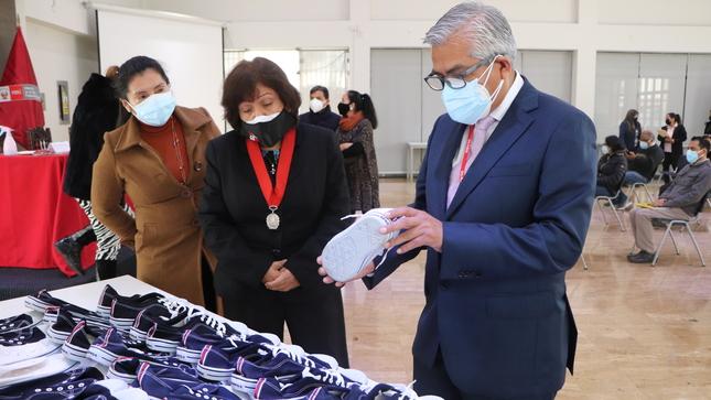 Corte Superior de Justicia del Callao entrega donación de calzado deportivo para residentes del Inabif