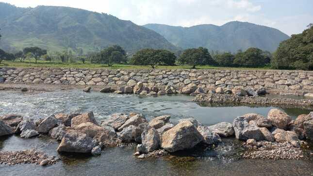Instalación de los servicios de protección de Areas Agrícolas en el río Chorobamba CC.NN. Tsachopen