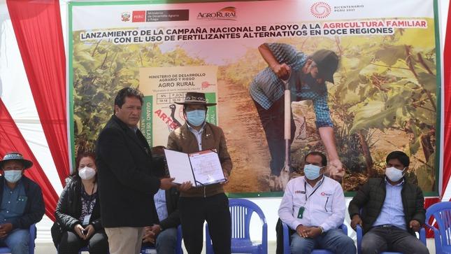 Ministro Víctor Maita lanzó campaña para facilitar acceso a fertilizantes alternativos en 12 regiones