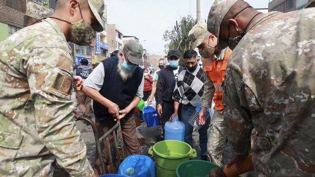 Ejército del Perú distribuye agua potable en el distrito de San Juan de Lurigancho