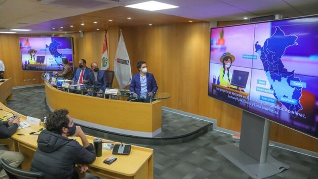 Ministro Silva:  1 millón de becas para alfabetizar digitalmente a peruanos de localidades rurales