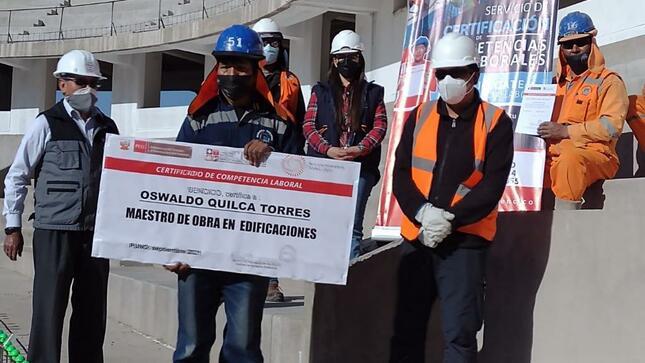 Puno: más de 300 trabajadores de construcción obtienen la Certificación de Competencias Laborales del SENCICO
