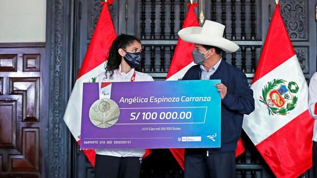 Presidente de la República y Ministra de la Mujer encabezaron ceremonia de reconocimiento a la medallista de oro nacional Angélica Espinoza