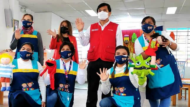 Ministro Cadillo supervisó inicio de clases semipresenciales en colegios públicos de Lima Metropolitana
