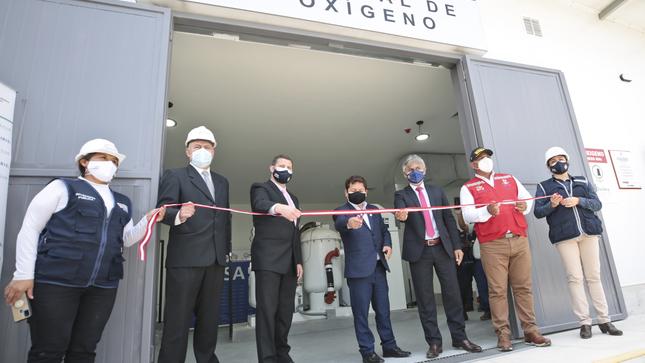 Premier Guido Bellido puso en funcionamiento planta de oxígeno medicinal en Villa María del Triunfo