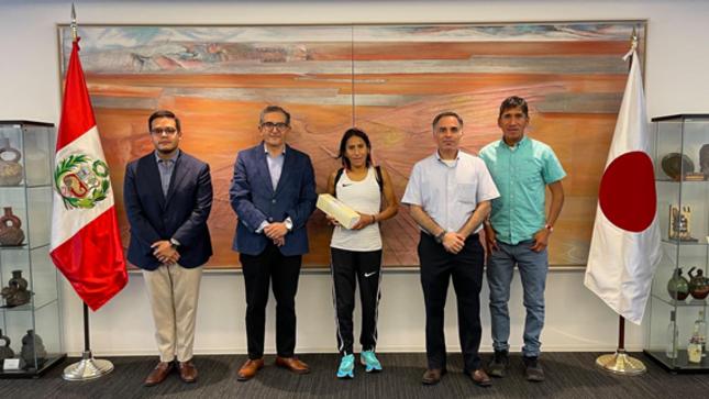 Visita de nuestra reconocida maratonista Gladys Tejeda y de su entrenador Waldir Ureta