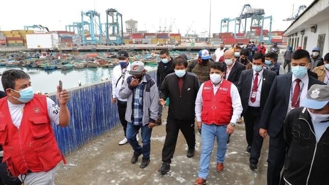 Ministro de la Producción visita a pescadores artesanales del Callao para constatar condiciones de trabajo y promover su reactivación
