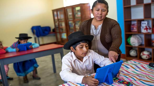Ministro de Educación anuncia que en 2025 habrá 100 centros comunitarios digitales en el país