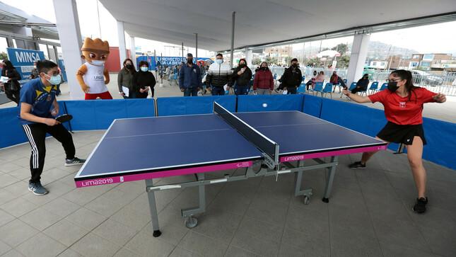 Vacunados disfrutan de exhibición de taller de tenis de mesa en sede Legado de Villa El Salvador