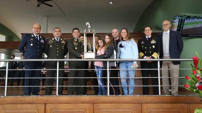 Se entregó el premio Fuerzas Armadas del Perú