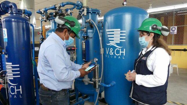 Equipo técnico del Minsa supervisa el funcionamiento de una planta de oxígeno medicinal en Iquitos