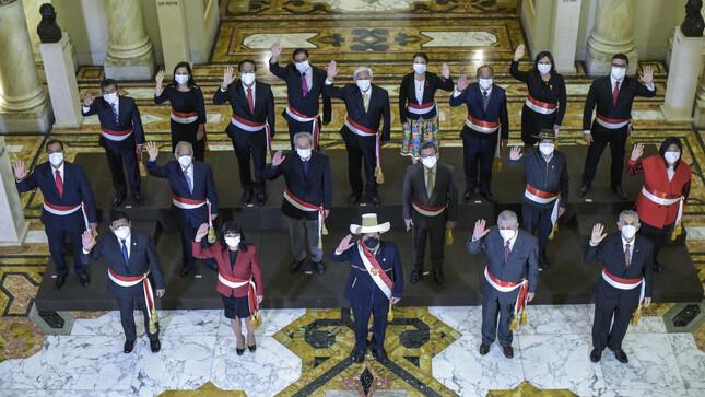 Presidente Castillo juramentó nuevo gabinete ministerial encabezado por una  mujer - Gobierno del Perú