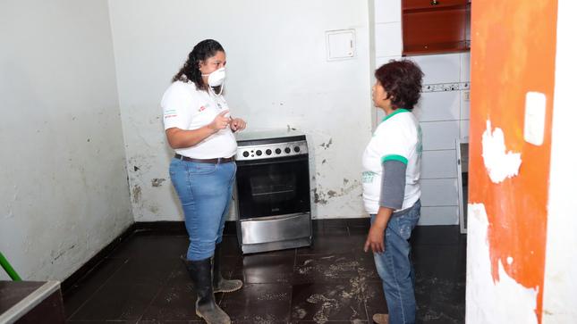 Ministra del Ambiente recomendó a los damnificados brindar características precisas de bienes afectados por aniego