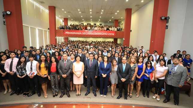 Ministro Zeballos da bienvenida a estudiantes de  Derecho que se incorporan al programa SECIGRA 2019