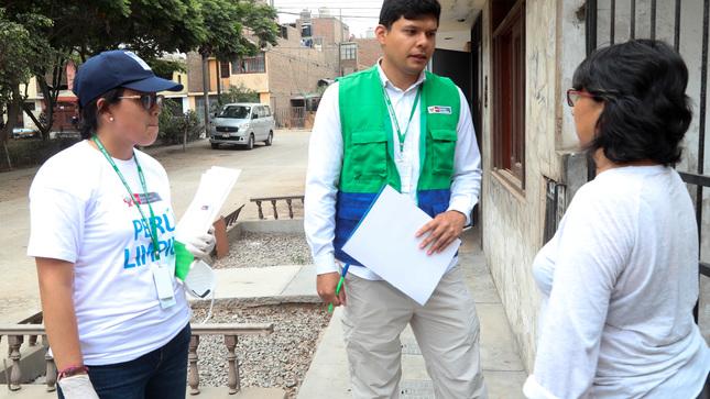 Ministerio del Ambiente continúa orientando a damnificados para retirar de sus casas los bienes afectados por aniego