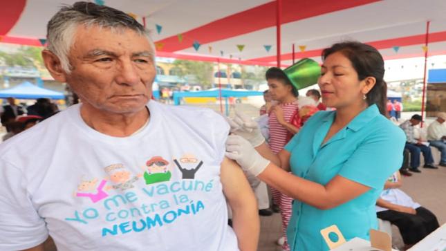 Minsa: 450 adultos mayores fueron vacunados contra la neumonía en Villa El Salvador