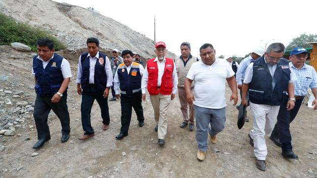 Ministro de Vivienda inspecciona bocatoma de Challata y labores de descolmatación en Pachía