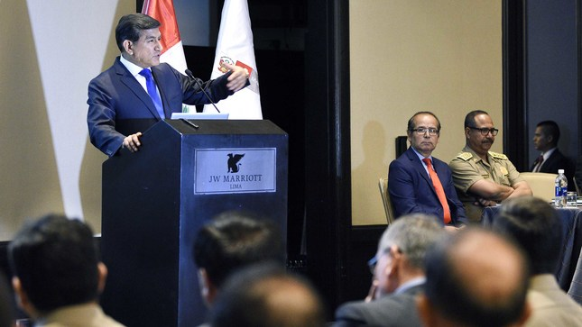 """Ministro Morán a comisarios de Lima y Callao: """"Ustedes están para servir a los ciudadanos"""""""