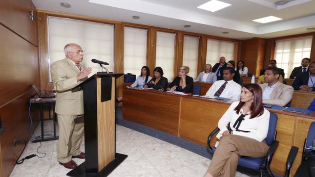 Embajador peruano dictó curso de Protocolo en República Dominicana
