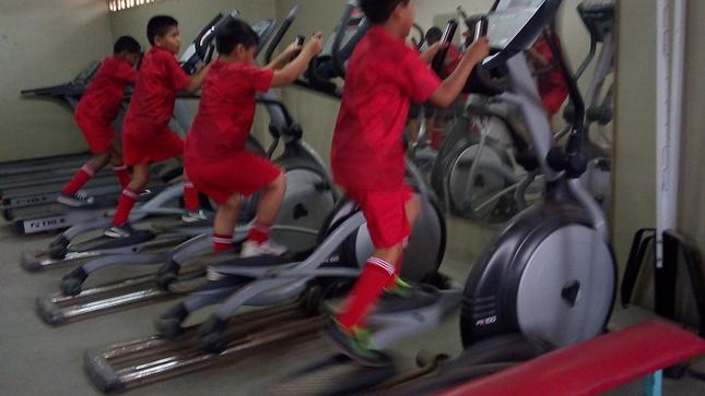 Niños y adolescente  del Inabif participan en campeonato nacional de pesas y fútbol organizado por el IPD