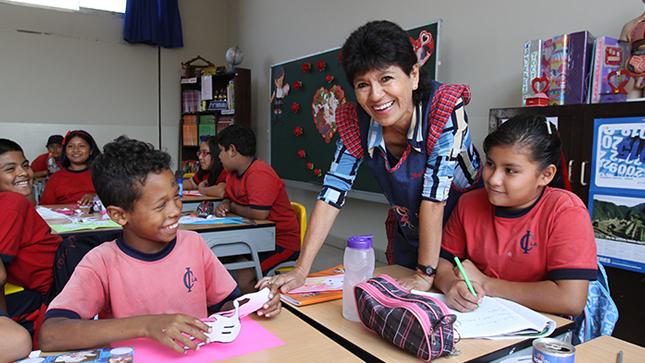 Cerca de 400 mil profesores tendrán incremento de remuneraciones en marzo