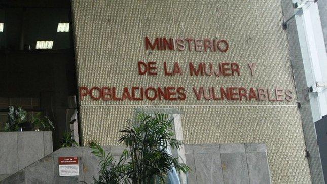 MIMP dispuso ayuda para familiares y escolares de colegio trilce en Villa El Salvador