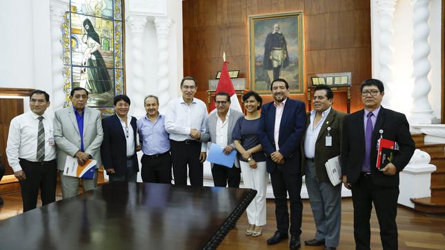 Presidente Martín Vizcarra se reunió con gremios del  Consejo Nacional de Trabajo en Palacio de Gobierno