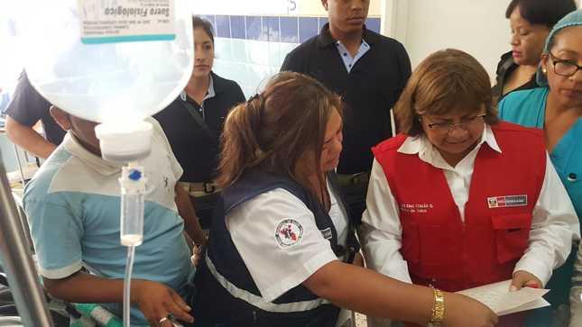 Ministra de Salud supervisa en Huacho atención de heridos graves de bus siniestrado