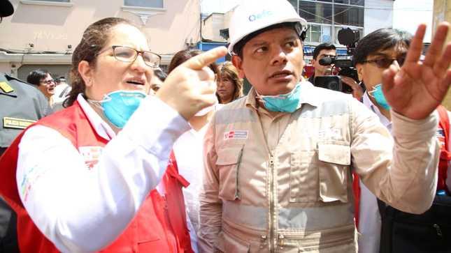 Ministra del Ambiente supervisa medición de la calidad ambiental en zona de influencia del incendio en Mesa Redonda