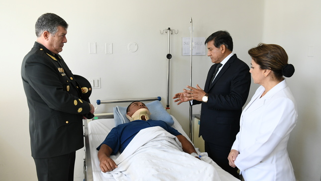 Ministro Morán destaca heroísmo de policía que salvó a compañero de helicóptero en llamas