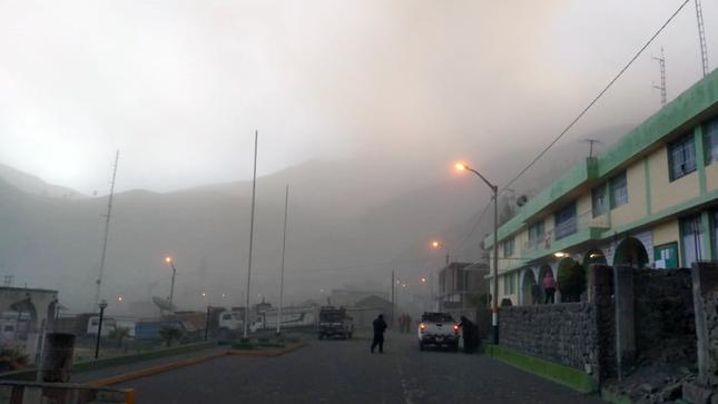 Organismos especializados del Ministerio del Ambiente monitorean permanentemente la actividad del volcán Ubinas