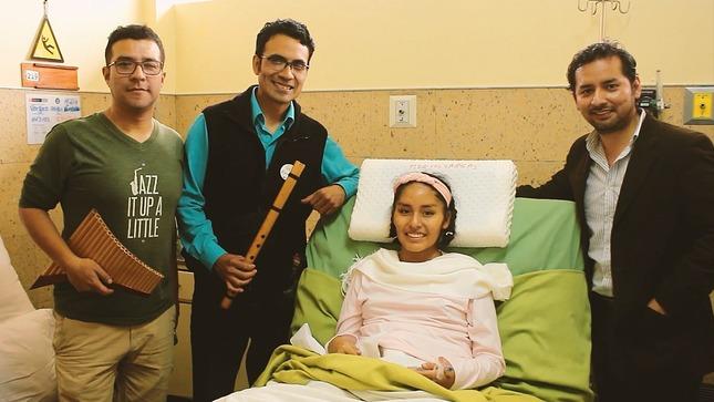 Músicos voluntarios regalan melodías clásicas y sonrisas a pacientes del Hospital Santa Rosa