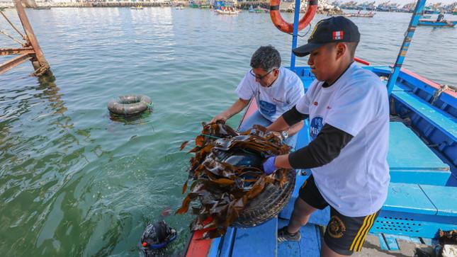 Ministerio de la Producción recolectó 1.7 toneladas de residuos sólidos en limpieza de fondo de mar en el DPA Ilo