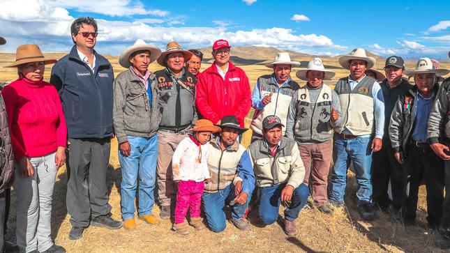 Comitiva del Ejecutivo visita comunidades originarias de Espinar