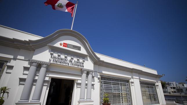 MINJUSDH y PUCP firman convenio para aplicación de  examen psicológico a postulantes a plazas de notarios