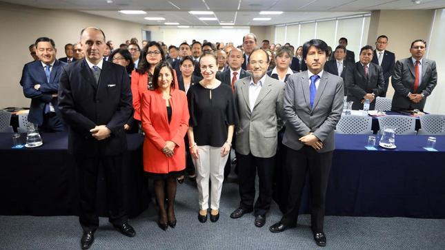 Ministra de Justicia recomienda capacitación permanente a los funcionarios públicos