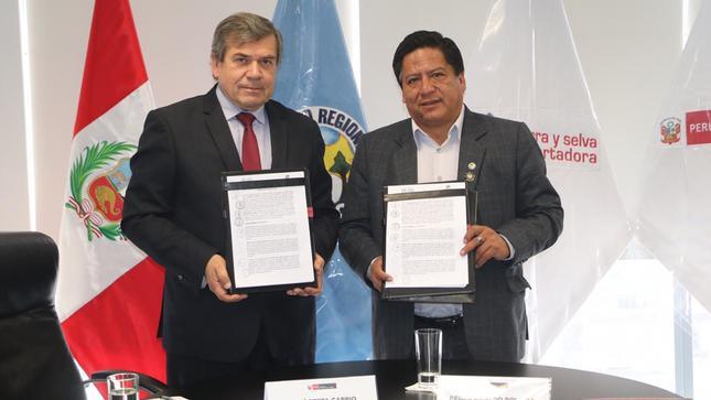 GOBERNADOR Y PRESIDENTE DE SIERRA EXPORTADORA FIRMAN CONVENIO A FAVOR DE PRODUCTORES DE PASCO