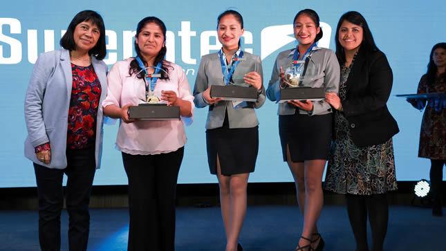 Minedu entregó premios a ganadores de SUPERATEC  2019
