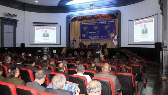Expertos internacionales participan en conferencia de seguridad y defensa organizada por el CAEN