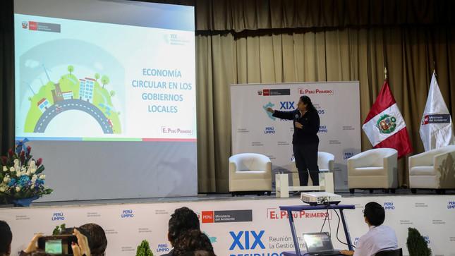 """Ministra Fabiola Muñoz: """"Debemos lograr que la ciudadanía sea decisiva en la gestión de residuos sólidos"""""""
