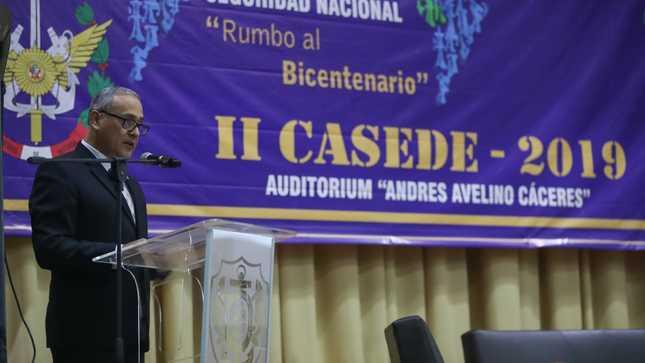 Viceministro de Recursos para la Defensa destaca contribución del CAEN a la cultura de la defensa nacional