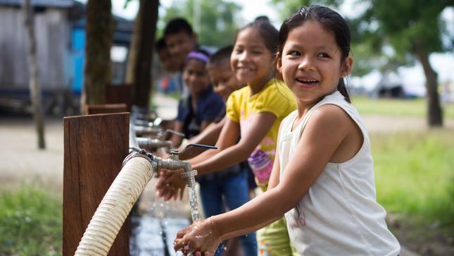 Loreto: el MVCS Continúa con Abastecimiento de Agua a Través de las 64 plantas Potabilizadoras de Agua en las Comunidades Nativas de las Cuatro Cuencas
