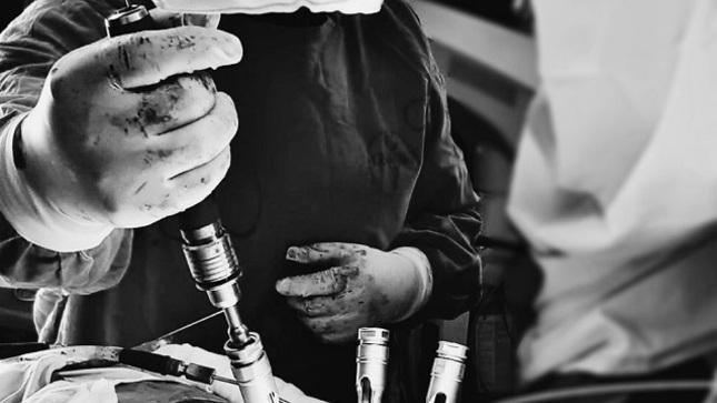 Neurocirujanos del hospital Loayza realizan primera cirugía mínimamente invasiva de columna