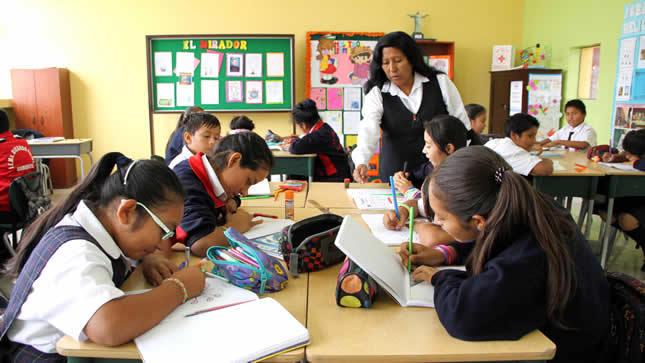 Colegios privados no deberán despedir a docentes por Decreto de Urgencia